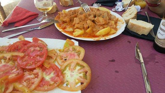 Pampaneira, España: Comida espectacular de rica, precio asequible. Y si por casualidad no puedes comertela toda, te