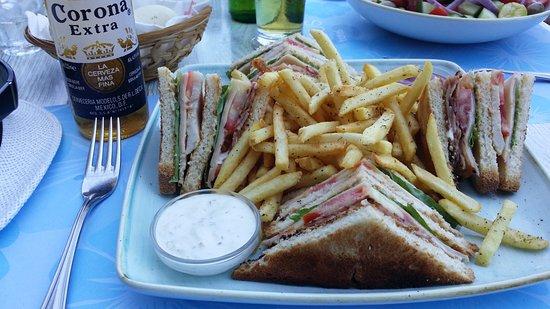 BEST WESTERN Plaza Hotel: Club Sandwich i poolbaren