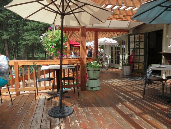 Bragg Creek, Canadá: patio of restaurant