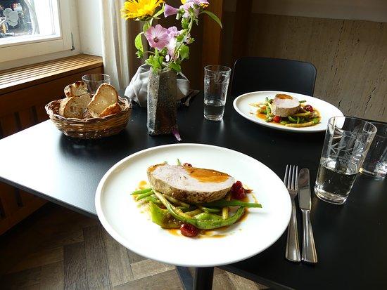 Lörrach, Deutschland: Braten mit Gemüse vom Samstags-Mittagsmenü