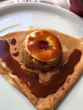 Λιβούρν, Γαλλία: Crêpe dessert Pom Roïc : pommes cuites caramélisées, framboise et caramel au beurre salé maison