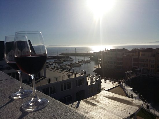 Gordon's Bay, Sydafrika: Wine with a beautiful view - superb location! We will definitely be back, I  highly recommended