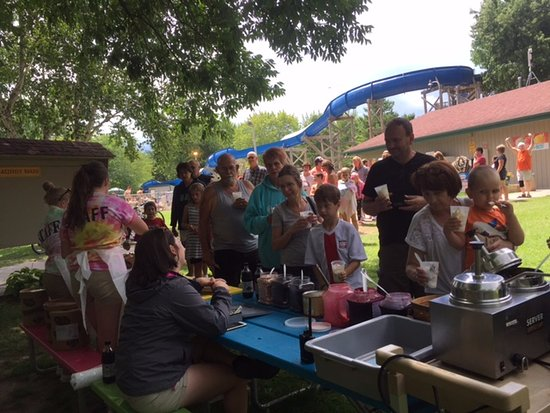 Fremont, WI: Ice Cream social was so good
