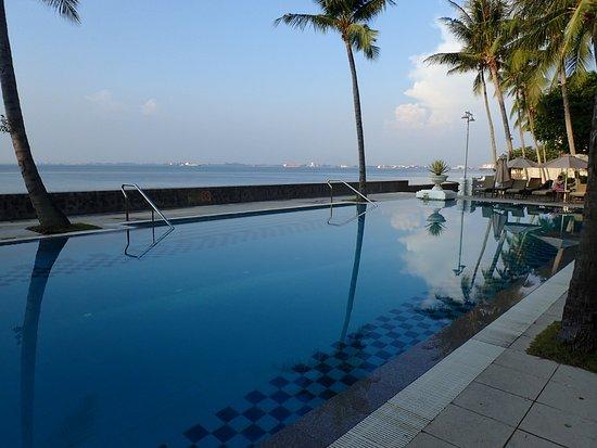 Eastern & Oriental Hotel: The Heritage wing pool