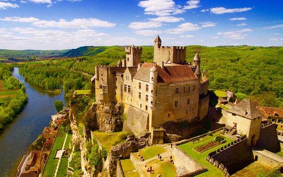 Beynac-et-Cazenac, فرنسا: Château de Beynac, Forteresse Médiévale entre ciel et terre