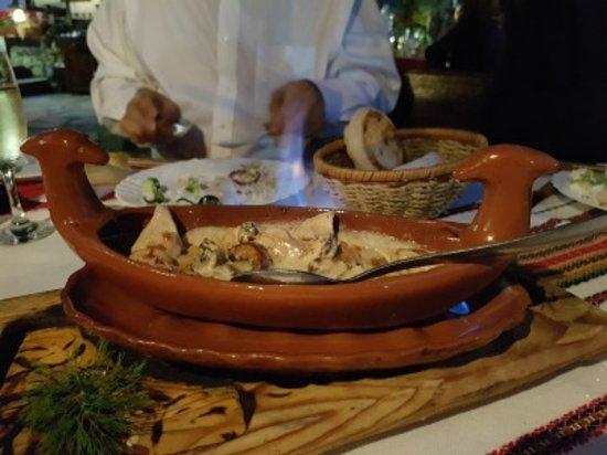 Sliven, Bulgaria: Great chicken pot!