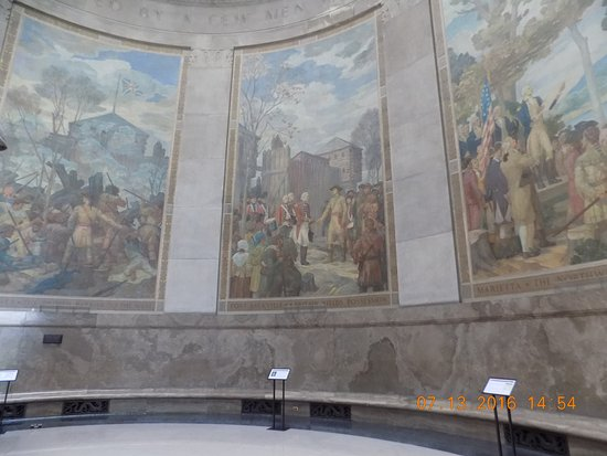 Vincennes, IN: Murals in monument