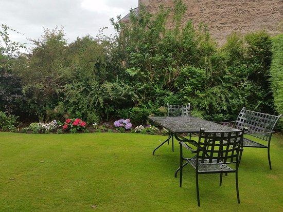 Inveran Lodge: Un angolo del giardino