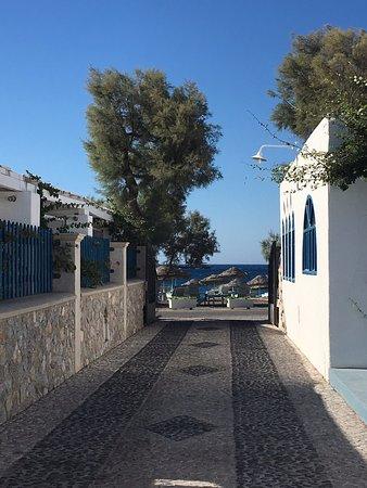Hotel Eleftheria: The short walk to the beach