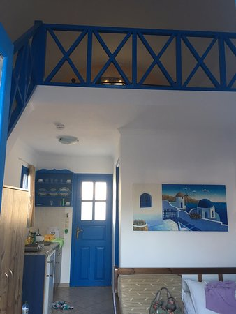 Hotel Eleftheria: Lovely traditional blue and white room