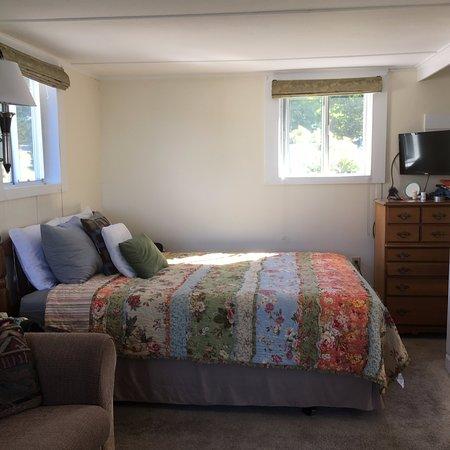 Edgewater Motel & Cottages: Cottage #7