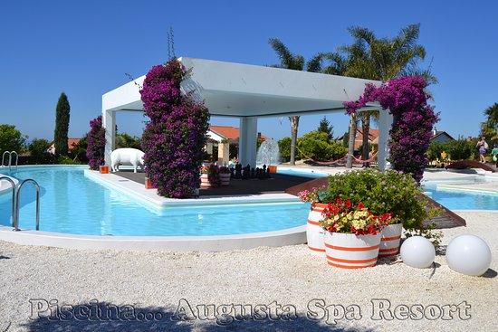 Augusta Spa Resort: Piscina en los jardines del Hotel.
