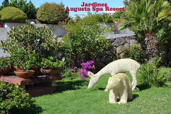Augusta Spa Resort: Jardines del Hotel...