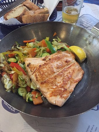 Bellville, South Africa: Salmon and stir fried veggies