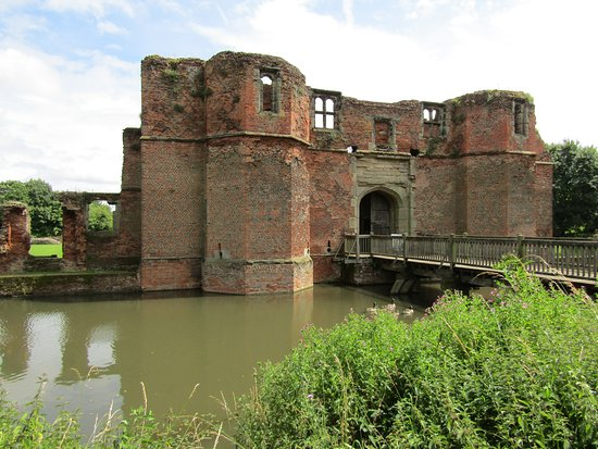 Gatehouse and Bridge Kirby Muxloe