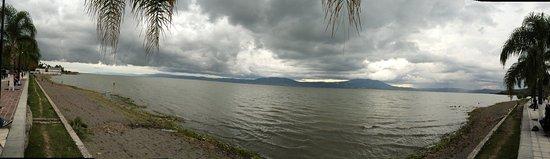 Jalisco, Mexico: El lago más grande y de los mejores Lagos en México, limpio, abundante vegetación y agua.