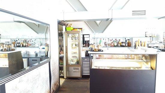 Gorzow Wielkopolski, Poland: Widok na kuchnie i bar