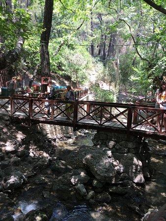 Kolimbia, اليونان: А туда они стекают и потом в туннель.