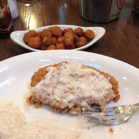 Van Buren, Арканзас: Chicken fried steak with fried okra for the side