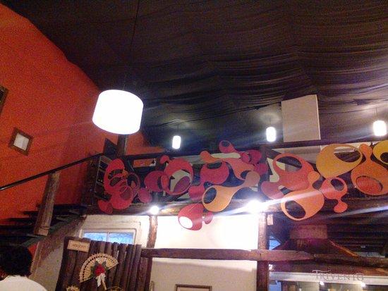 Almacén Español: Parte del salón, en ángulo inferior izquierdo se ve un abanico que es el ingreso a los baños.