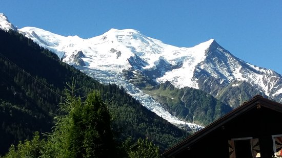 Chalet Hotel Hermitage Paccard: View from Hotel Garden