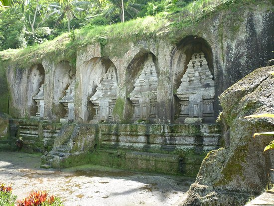 Tegalalang, Indonesia: Carvings in rock