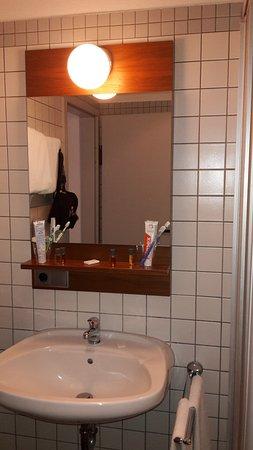 Geisenheim, Almanya: kleines Bad, Zimmer Kategorie Klassik+
