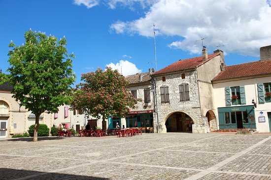 Lauzerte, Francia: Le café du commerce une après midi d'hiver