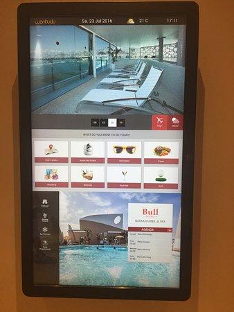 Reina Isabel Hotel: Das Infosystem am Aufzug
