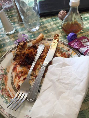 Abergavenny, UK: Probably the worst lasagne I have ever tasted. Yes that is burnt pasta and over cooked mince. Tr