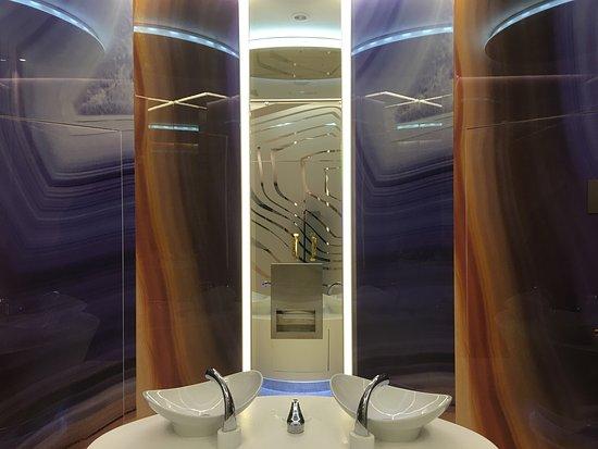 Reina Isabel Hotel: Wandwaschbecken an der Lobby