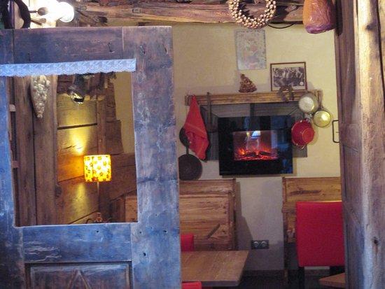 Termignon, France : Le coin cheminée ....