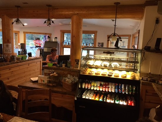 Alpine, WY: Bagel/bakery/cafe counter at dining room