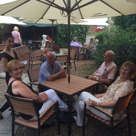Scunthorpe, UK: 23/7/2016-The stables al fresco dining in action!!!!!