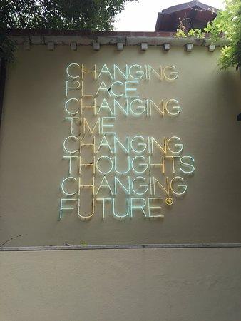 Colección Peggy Guggenheim: Light installation at Peggy Guggenheim