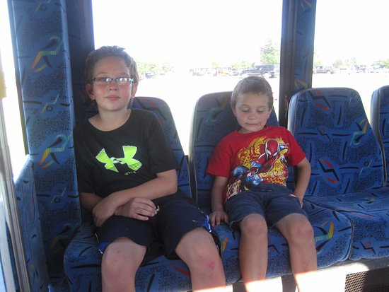 Grand Northern Inn: Taking the shuttle to Kids Cove at the Casino