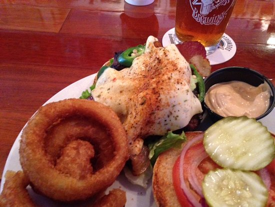 North Fort Myers, Флорида: Up in Smoke burger with melted pepper jack cheese and crunchy onion rings