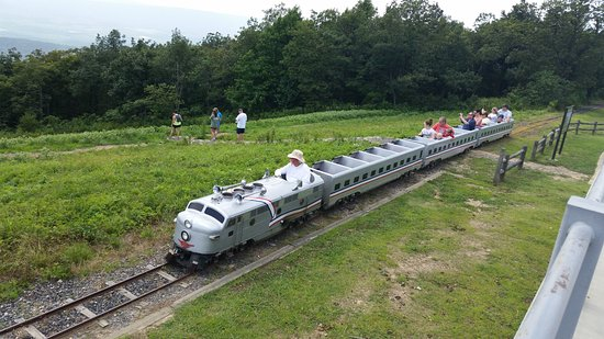 Queen Wilhelmina Lodge: fun train ride for kids of all ages