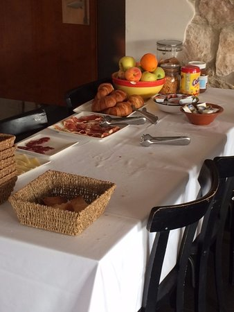 Ager, Hiszpania: Bufet Breakfast