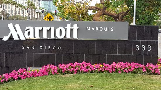 Marriott Marquis San Diego Marina: Well-kept and well-maintained ... loved the entrance to this hotel.