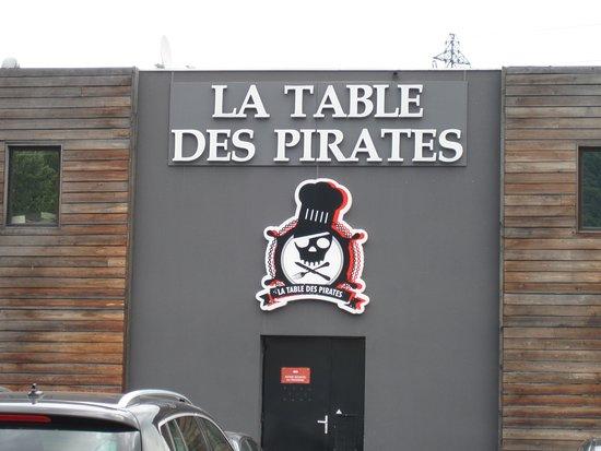 Echirolles, Francia: situé dans un batiment industriel a peinde deguisé....