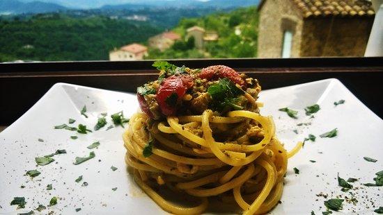 Casaprota, อิตาลี: spaghetti con cime di rapa, trota salmonata pachino e miele...