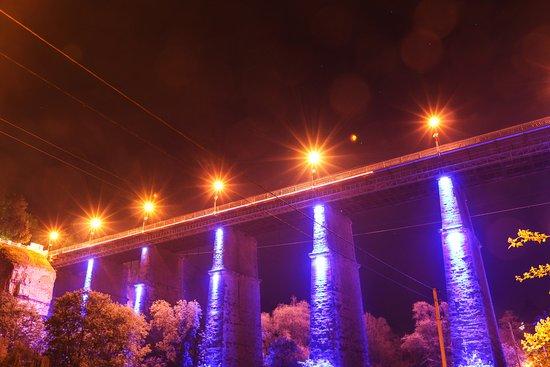 Kamianets-Podilskyi, Oekraïne: Новоплановский мост ночью...