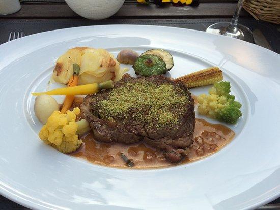 Eupen, Belgique : Keuze tussen : vlees, vis of vegetarisch. Wij opteerden voor vlees.