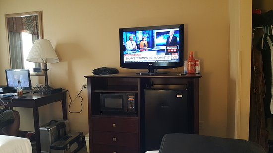 Good size tv for the room - Picture of Days Inn Tulsa Central ...