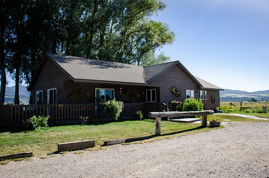 Hansen-Silver Guest Ranch: grits and homemade dishes served daily for breakfast