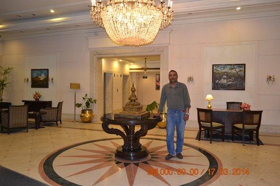 Grand Hotel Kathmandu: lobby.