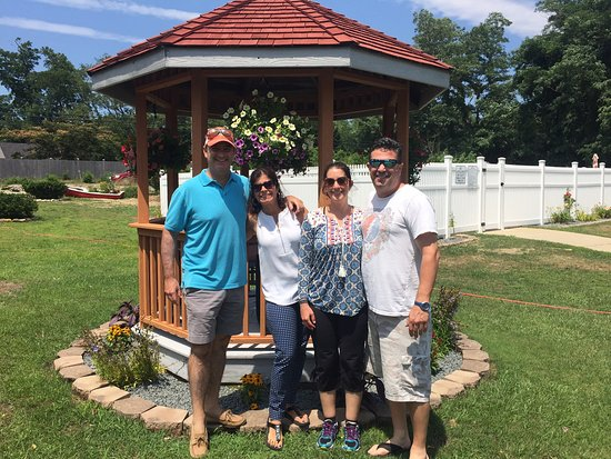 Eagle Wing Inn: Our crew in front of gazebo