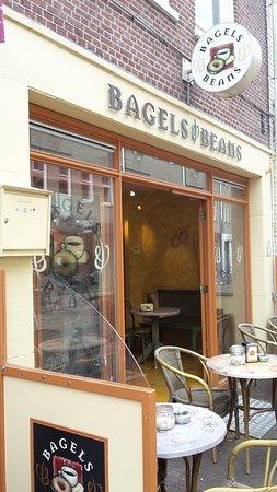 front and entrance - Foto van Bagels & Beans, Alkmaar - Tripadvisor