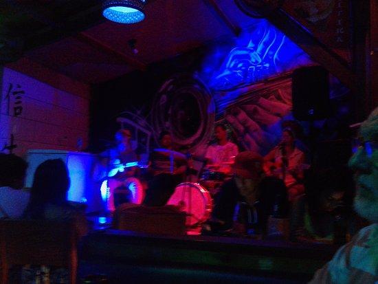 Musica ao vivo no Barrakitika, som de qualidade!